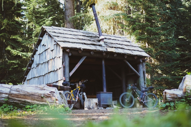 One of the little heating cabins along Waldo Lake.